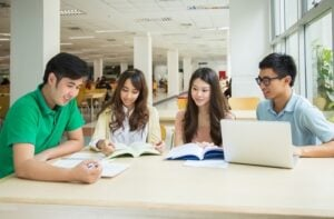 Get discount on Apple Store for College students